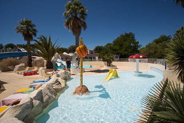 Camping le suroit bord de mer piscine enfants for Camping calvados bord de mer avec piscine
