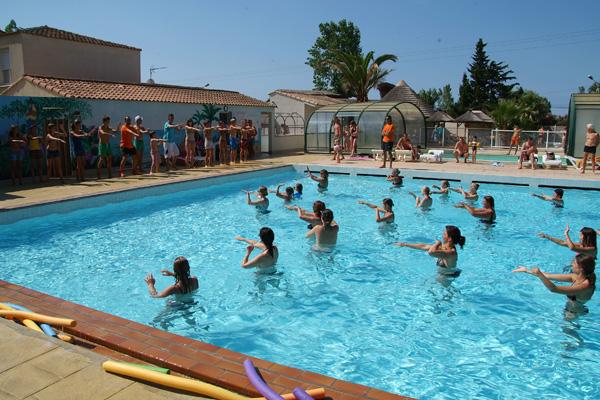 Camping le clos virgile serignan bord de mer piscine for Camping france bord de mer avec piscine